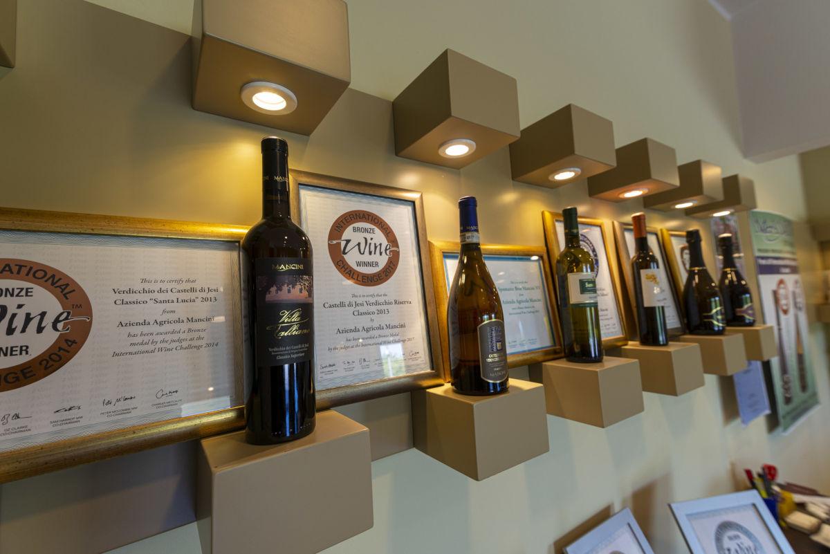 Vini - Mancini Vini - Via Santa Lucia 7 ;oie di Maiolati Spontini.
